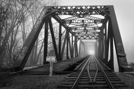 Leading lines. #fog #foggy #train #bridge #trainbridge #trailrails #grandrapids #grandrapidsmi #grandrapidsmichigan